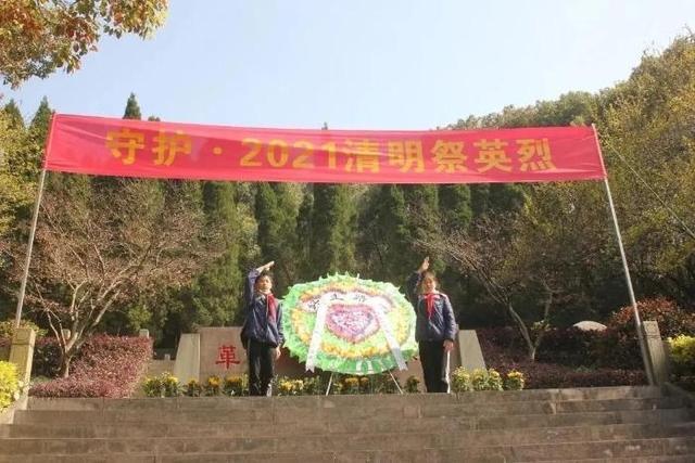 江北学子在缅怀英雄先烈中感悟初心力量