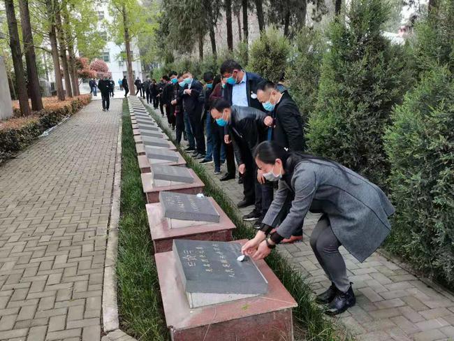 南阳邓州市裴营乡开展清明节祭奠革命先烈活动