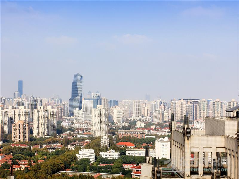 深圳300多米高楼晃动 众人撤离:一万五千人疏散、小哥拖鞋跑断