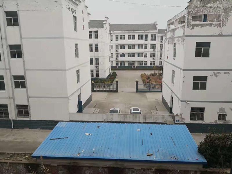 与博士苑一墙之隔的学校。jpeg