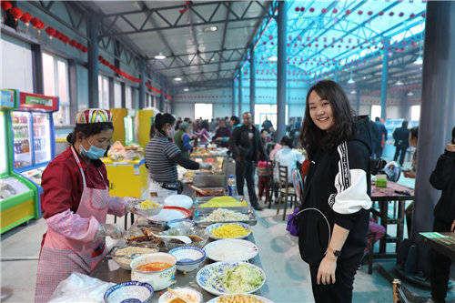 新疆岳普湖县工作队建起美食街
