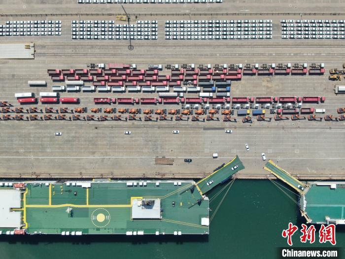 山东港口烟台港是全国第三大商品车外贸出口口岸。