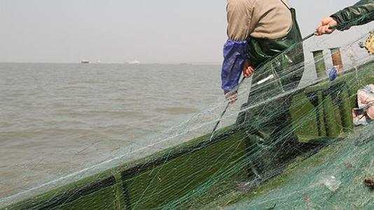 """还用""""绝户网""""在长江捕鱼! 4300多人被抓"""