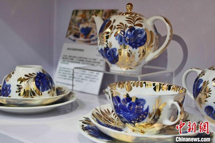 图为俄罗斯皇家瓷器。