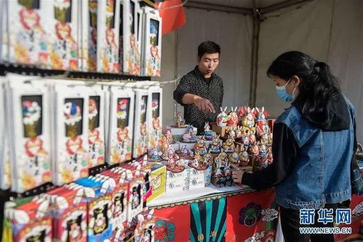 国潮市集亮相北京前门大街 游客沉浸式体验中国风
