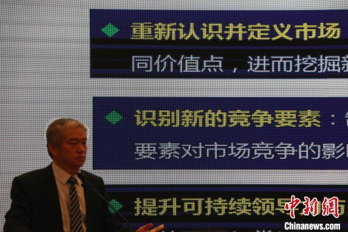 中国工业经济联合会企业社会责任促进中心主任、北京融智企业社会责任研究院院长王晓光博士发表了可持续发展战略思维与能力建设的主题演讲。