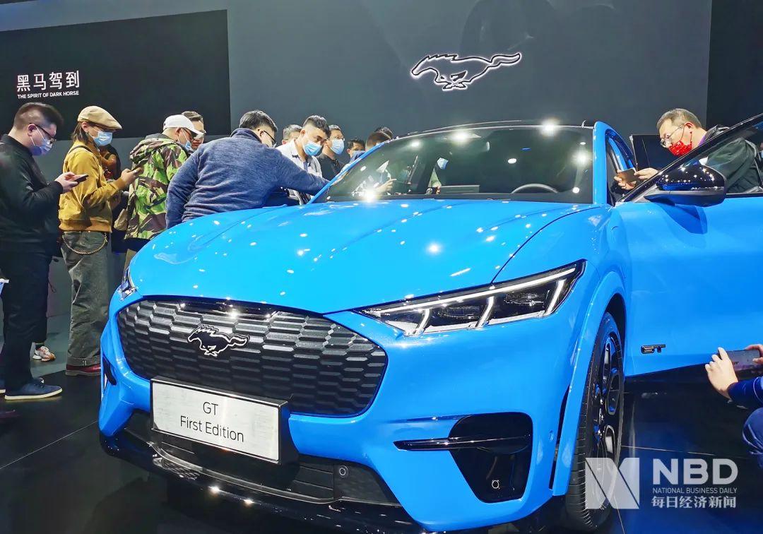 在中国,新能源汽车的销量仅为1/4,而美国汽车公司被称为
