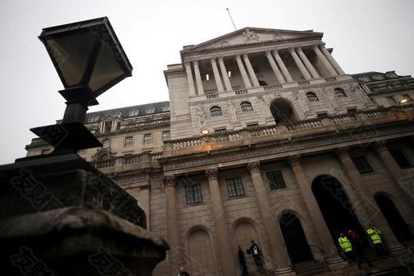 中央银行的负利率政策是如何运作的,以及它们可能的优缺点