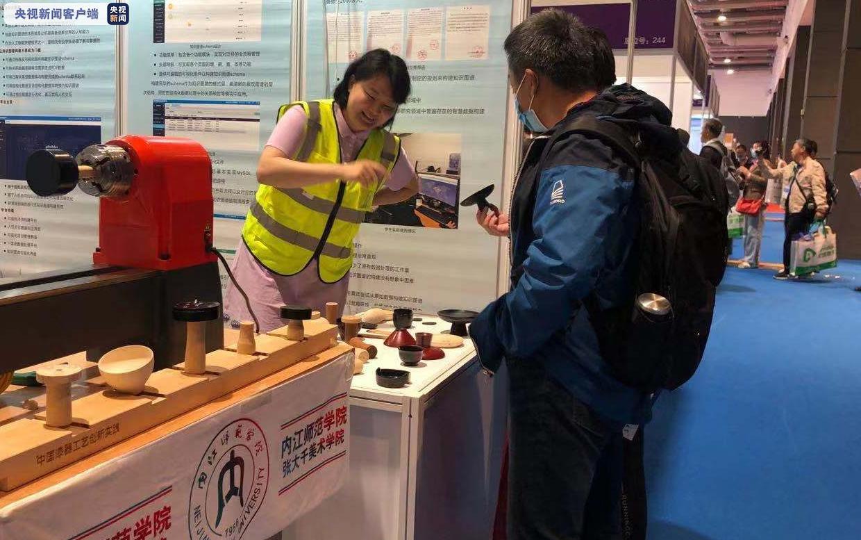 超过350种自制的实验仪器亮相!第56届中国高等教育博览会在青岛开幕