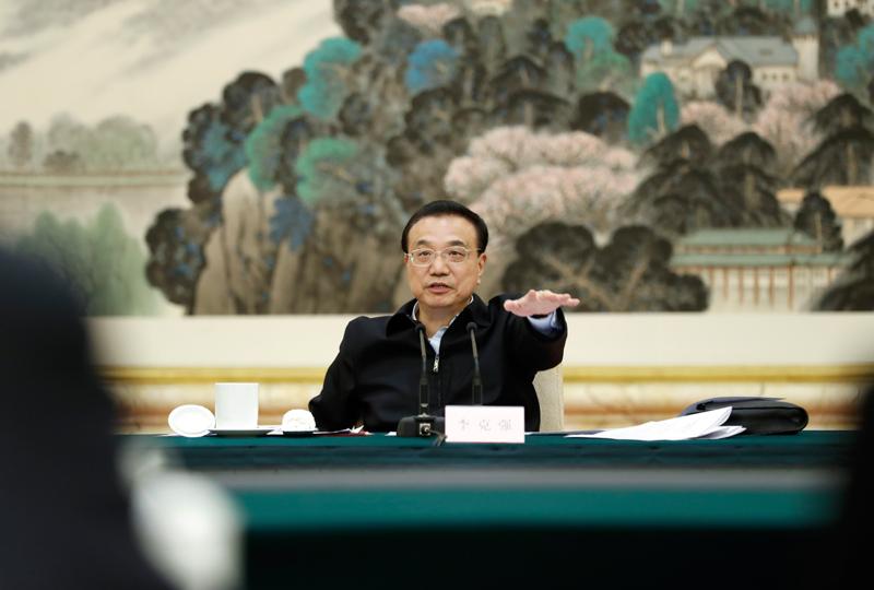 李克强主持了分析当前经济形势的座谈会