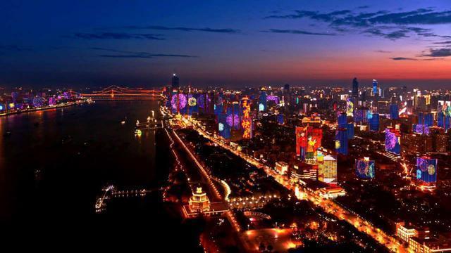 长江灯光秀,知音号重播,游轮上吃饺子...元宵节可以选择各种游戏