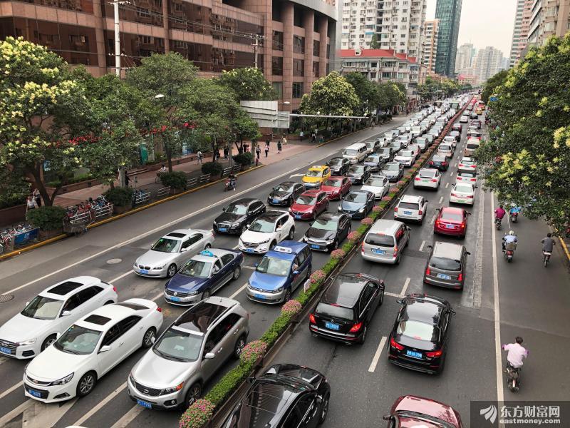 """机构资金流出 新能源车产业链还能""""红""""多久"""