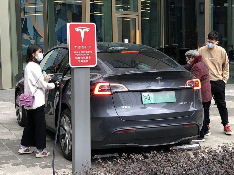 你一开门就会有人来!新能源汽车市场正在蓬勃发展。预计今年生产和销售将继续增长