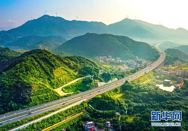 沿高速公路纵观中国|云湛高速公路:连接广东西部与大湾区的