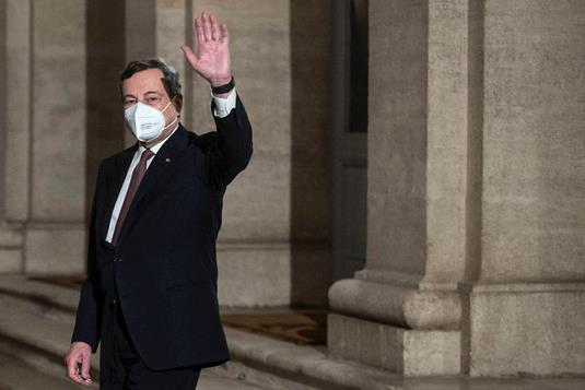 意大利新总理马格利奥·德拉吉与内阁成员宣誓就职