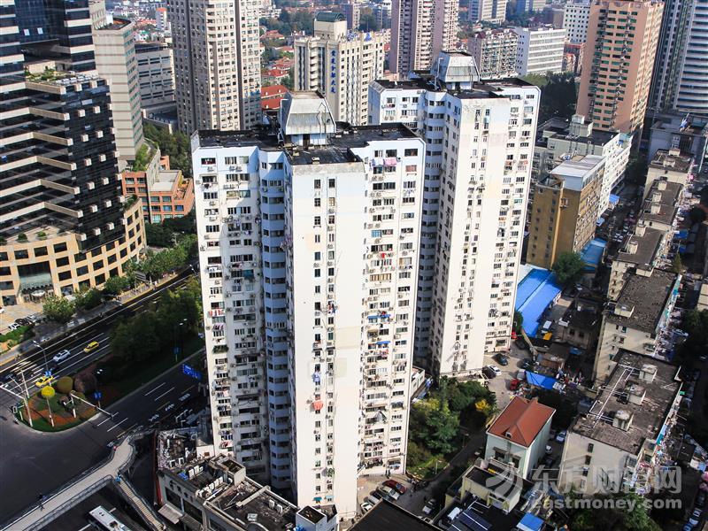太吓人!深圳华强北70层高楼突然晃动 市民逃离:有人鞋都跑断了!最新回应来了