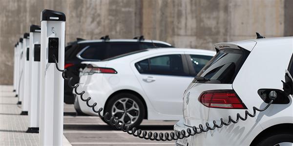 新华社点名新能源汽车行业:注水、浮夸、甩锅 毛病得治