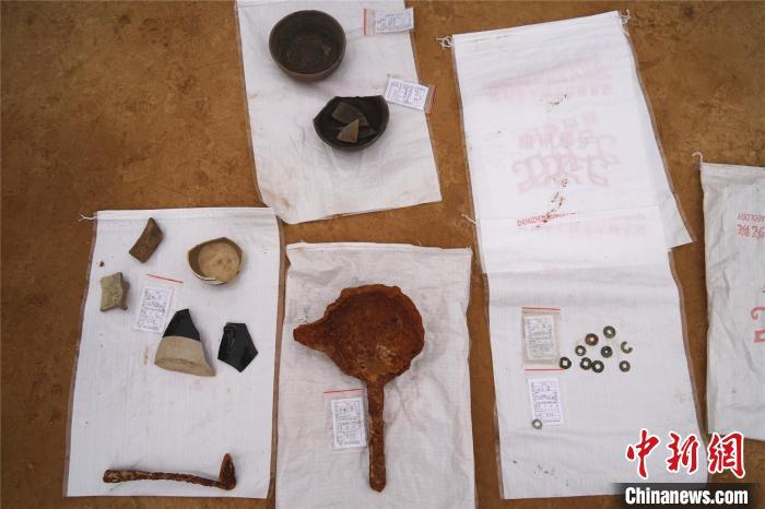 图为此次考古发掘出土的部分文物