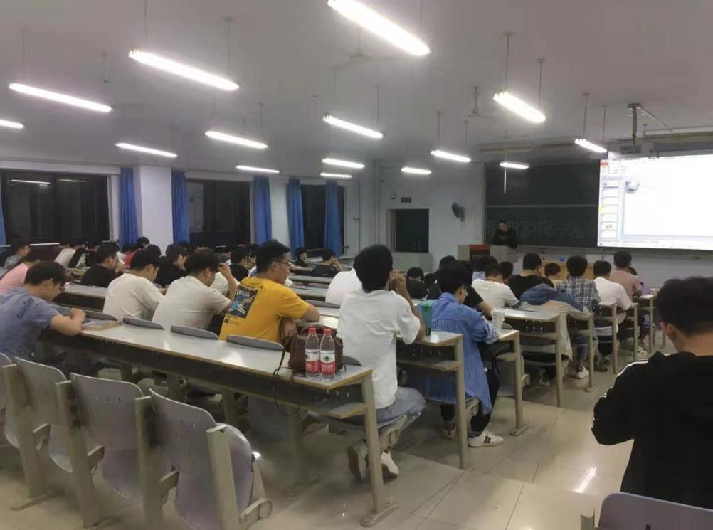 """""""股东来了之大学生金融防身术"""" 走进河南科技学院"""
